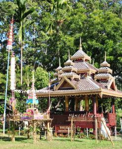 Mae Sariang Tours shrines along the way