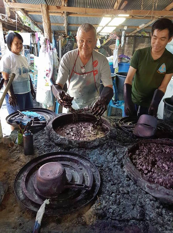 Man with gloves and dark paint Phrae