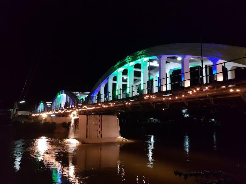Illuminated bridge with arches